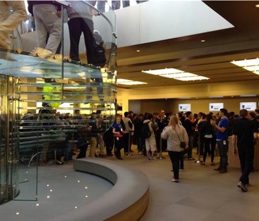 Apple-Store-New-York-iphone5s